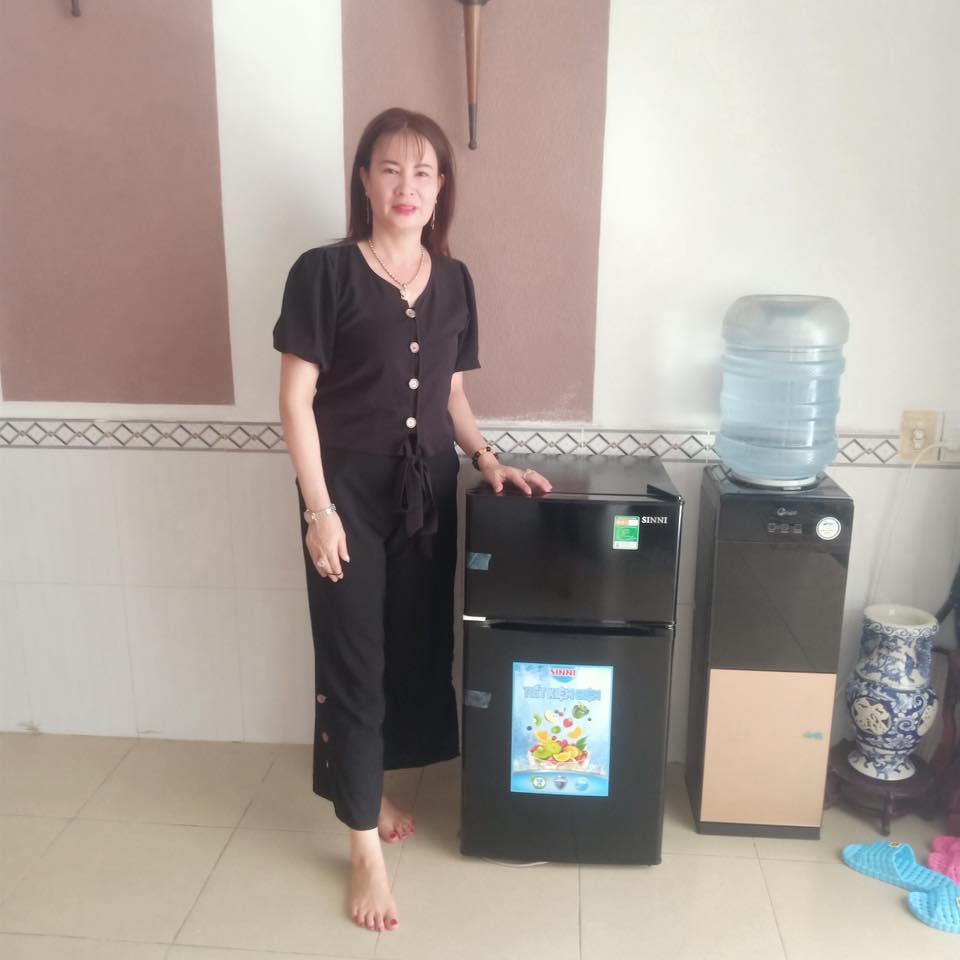 tủ lạnh mini 90 lit 2 cua sinni mau den